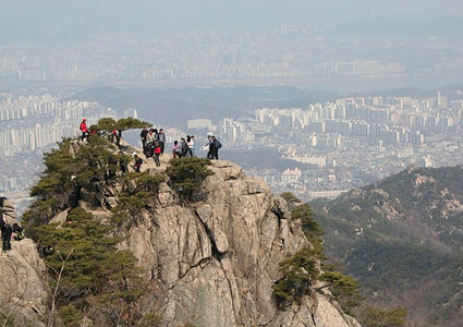 Seoul, from the Gwanaksan granite mountain top