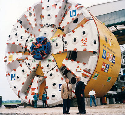 1996: Record 14.2m machine for Elbe Tunnel 4th bore