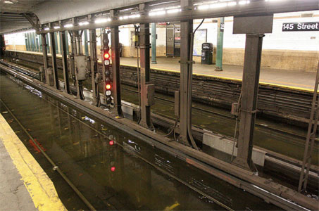 Portable pumps pump out flooded tracks on the Subway network