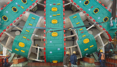 Workers dwarfed by a 17.48m diameter Hitachi EPBM