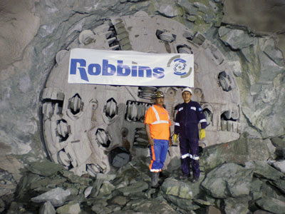Robbins Site Electrician Luis Fernando Guauque Gomez (left) and Odebrecht TBM Operator Ildefonso Vilcahuaman (right)