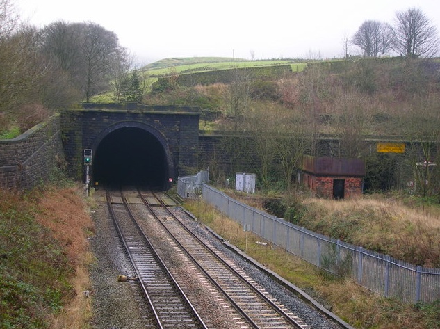 Twin-tracked 4.8km Standedge rail tunnel built in 1898