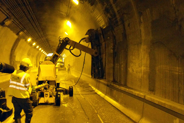 Conjet hydrodemolition robot in the Liberty Tunnel, Pittsburgh