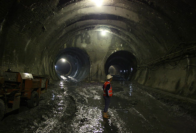 "Completed switch cavern on Kadıköy–Kartal Line"" style=""height:258px;"