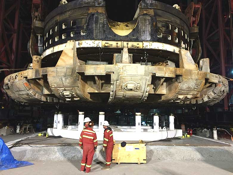 "TBM Bertha's giant cutterhead and drive unit on the repair platform (31 March, 4.30pm)"" style=""height:325px;"