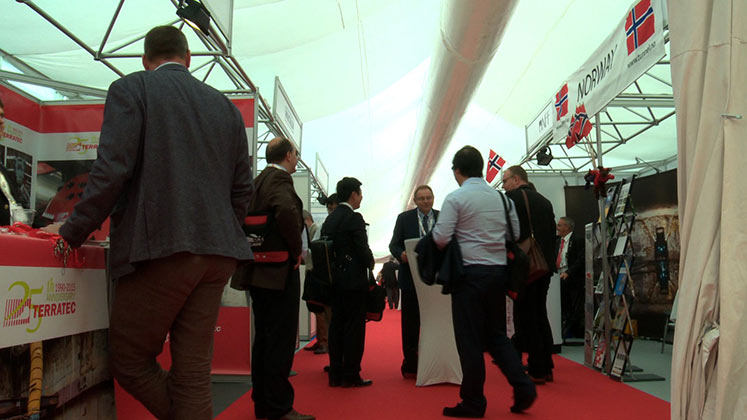 "140 stands in Exhibition Area"" style=""height:197px;"