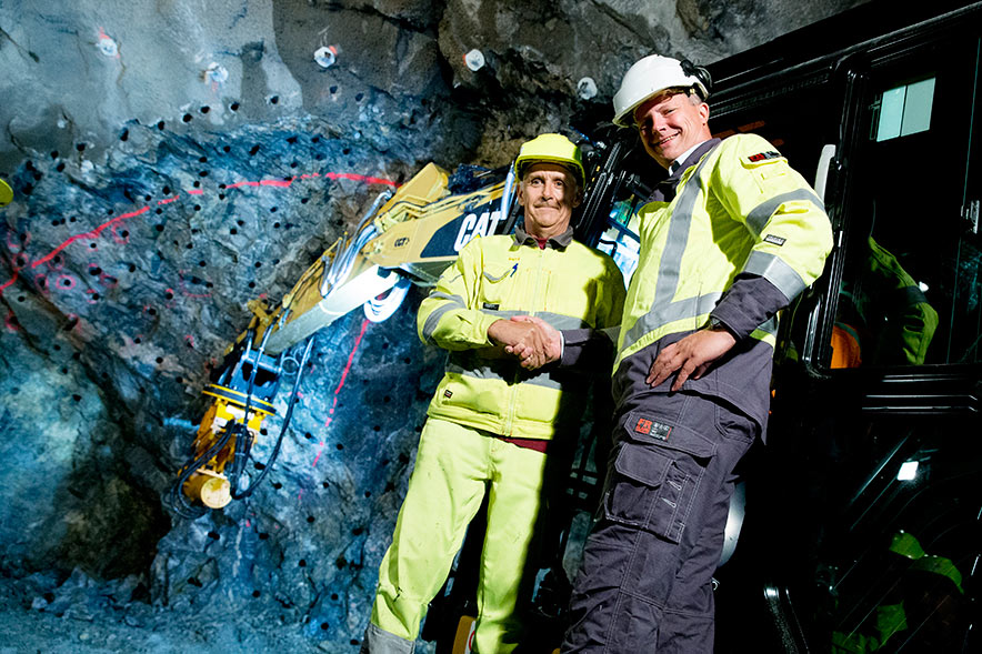 Norwegian Minister of Transport Ketil Sovik-Olsen (left) and Elca Romano of drill+blast works contractor Condotte