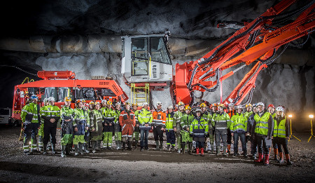 Underground handover of the Sandvik DT1131i jumbo