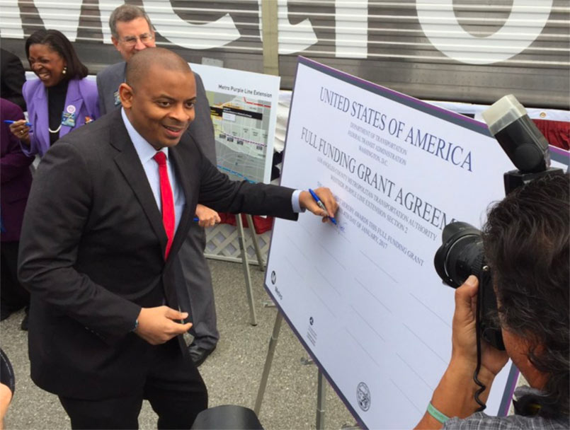 US Transport Secretary Anthony Foxx signs the Purple Line Phase II FFGA