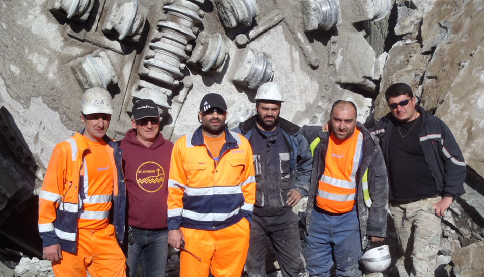 Contractor Peri successfully completed the headrace tunnel despite two massive landslides, the first of which required relocation of the access tunnel
