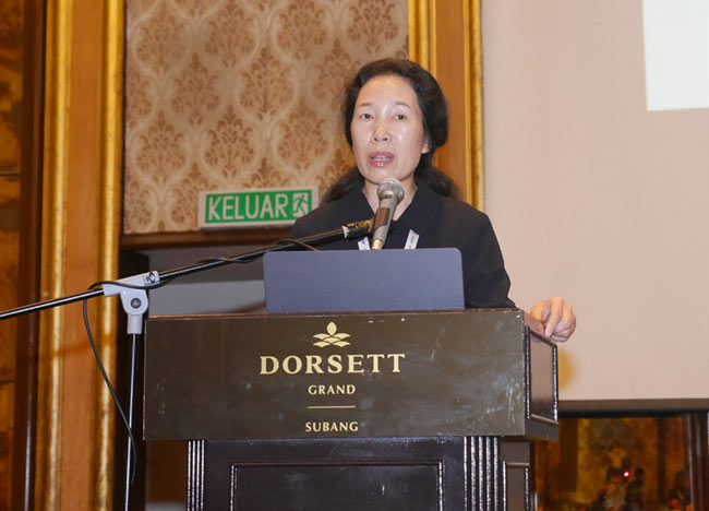 Professor Jenny Yan