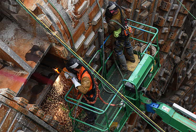 Workers begin breakup and removal of Bertha