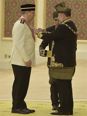 Karakashian receives honour from King of Malaysia