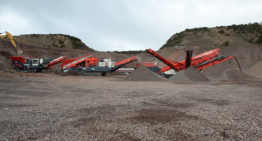 Crushing and screening train in operation