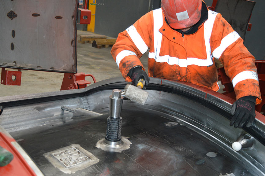 Gasket being installed in a segment mould