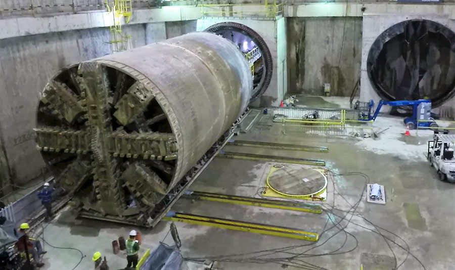 The HT300 slid the TBM onto the turntable
