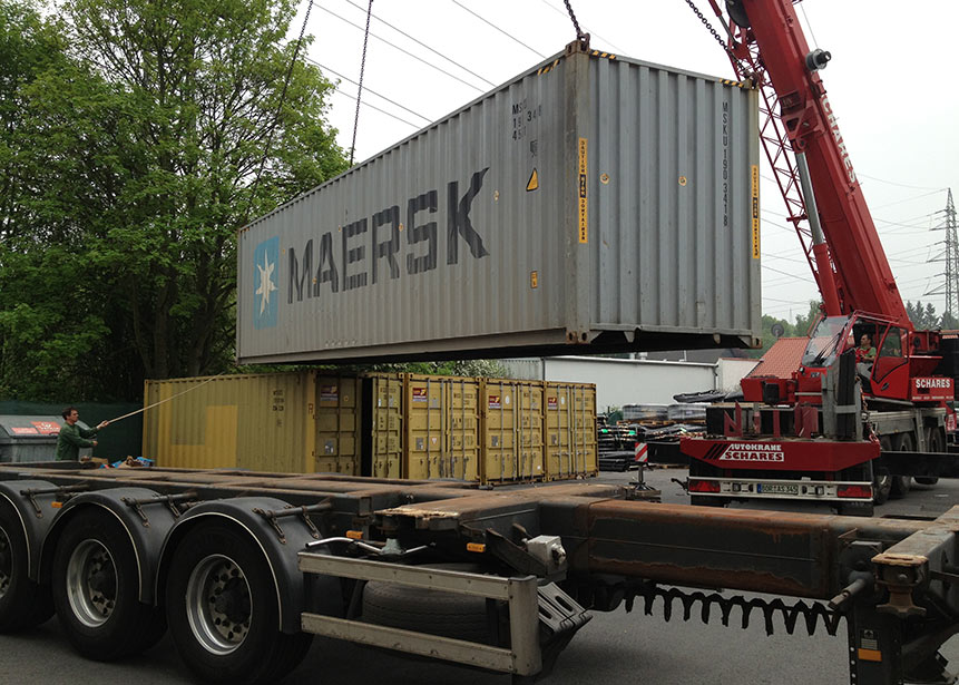 Container loading at the Bochum workshop