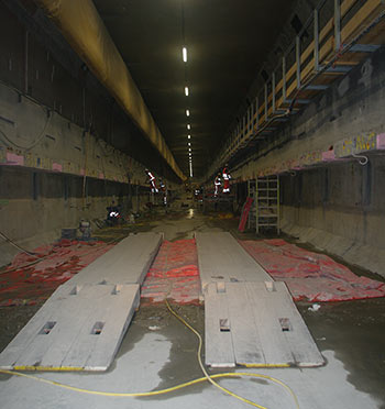 In-tunnel logistics temporary bridges across the leapfrogging progress of the 94 working sections