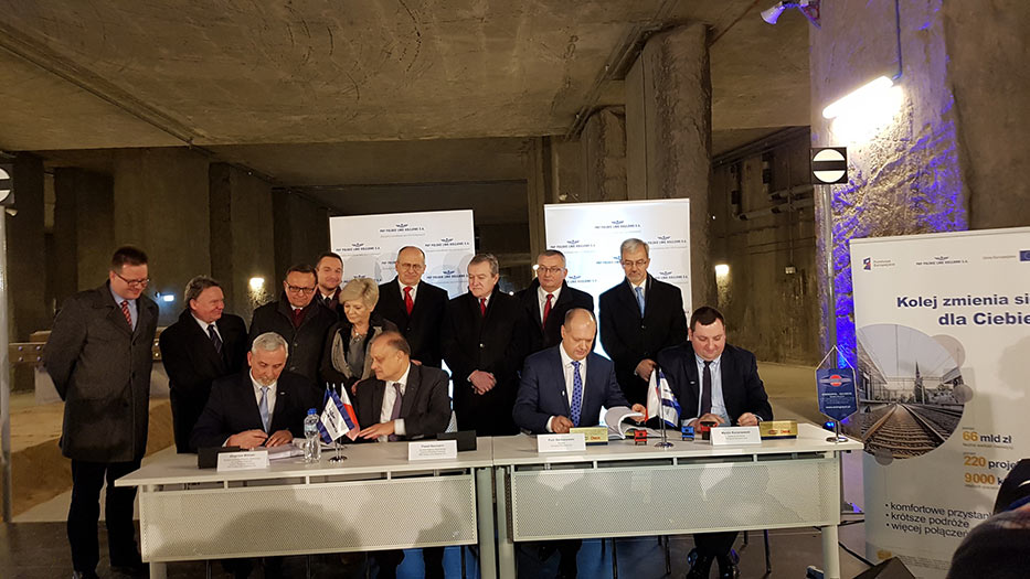 Official signing between PKP and the consortium