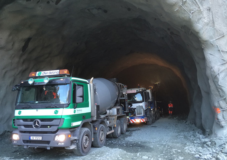 Ølen Betong lorries remove excavated rock for processing