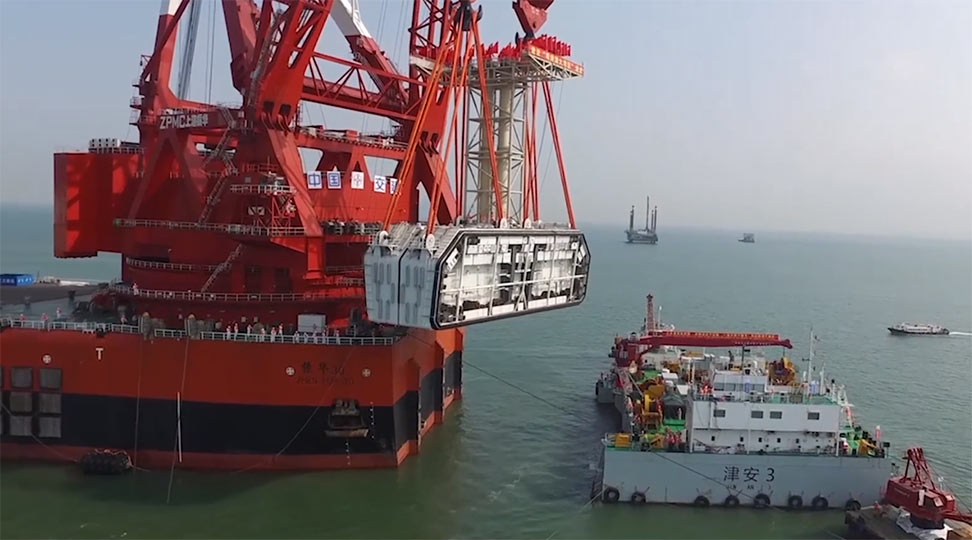 Final closing joint lifted into place with a 12,000 tonne floating crane