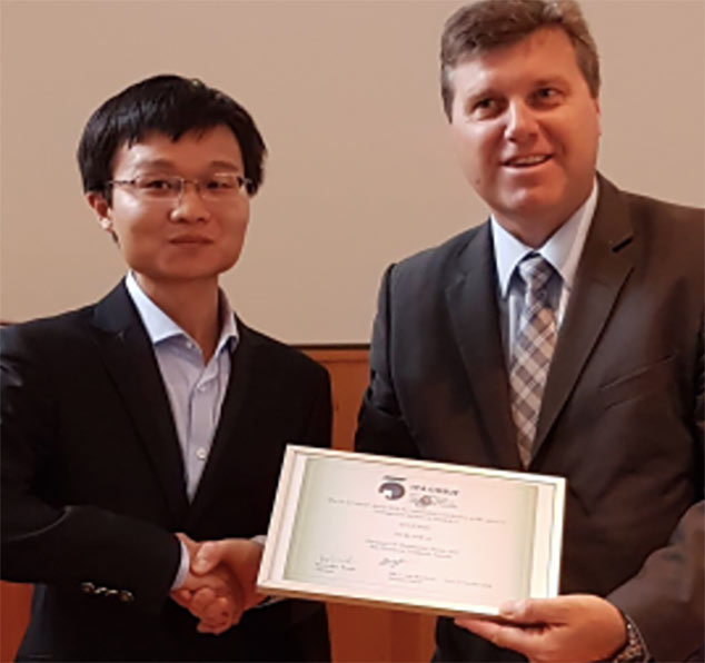 Lei Jiang (left) presented with the 2018 Award