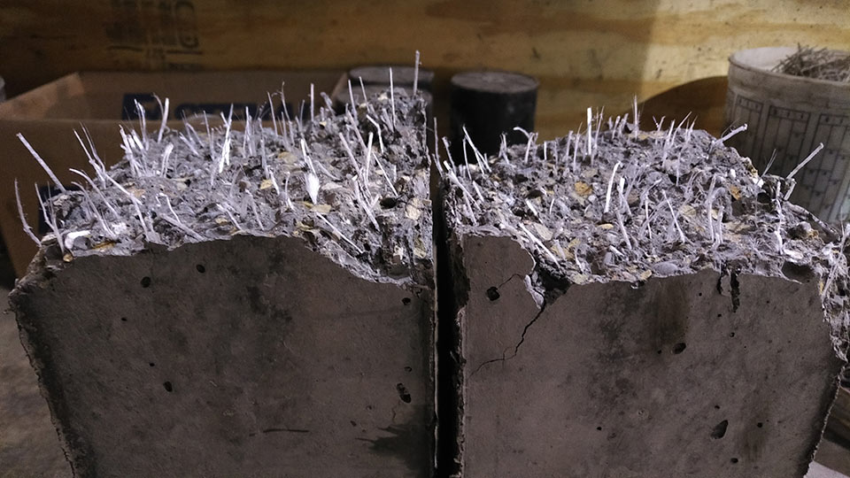 Test sample of an MSFR cast concrete beam