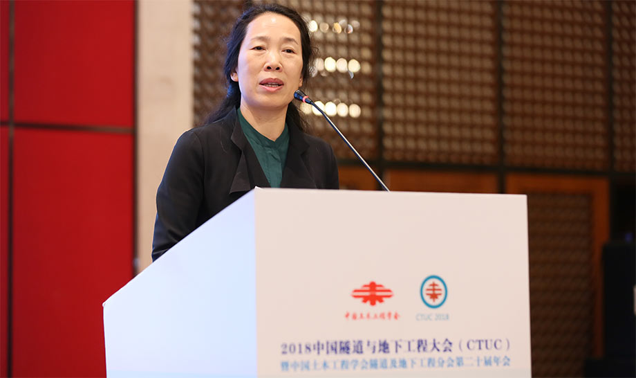 Jenny Jinxiu Yan welcomes conference delegates in Chuzhou, China