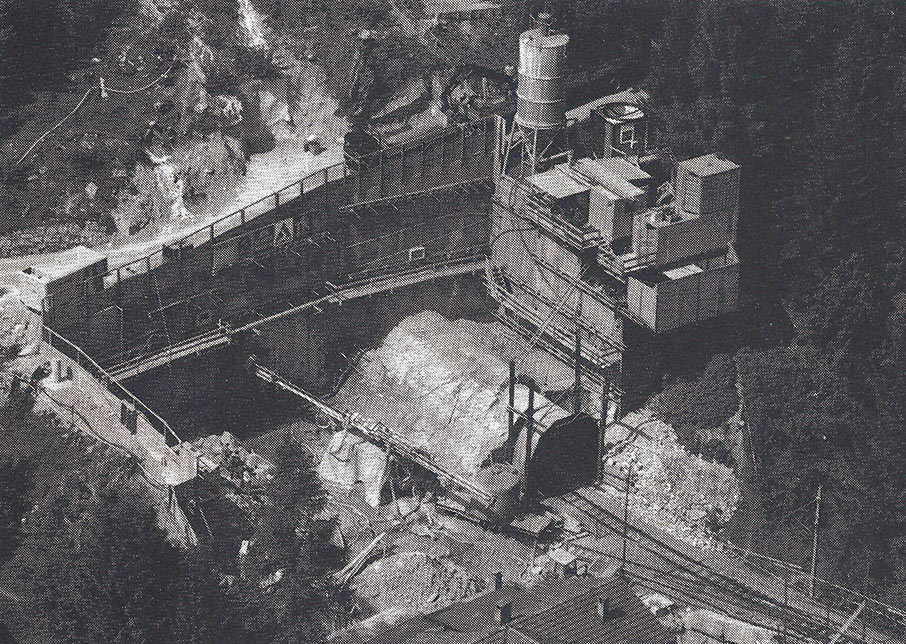 The Klosters portal of the Zugwald Tunnel with the existing rail tunnel to the right. The jetpiling rig is assembled at the portal ready to complete the first round. The grout mixing and pumping station is also on the right