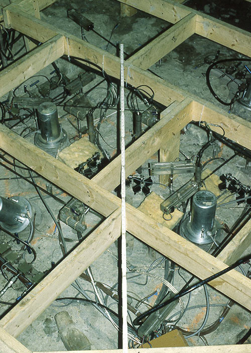 Strain and deformation gauges used for the HTM in-situ block test