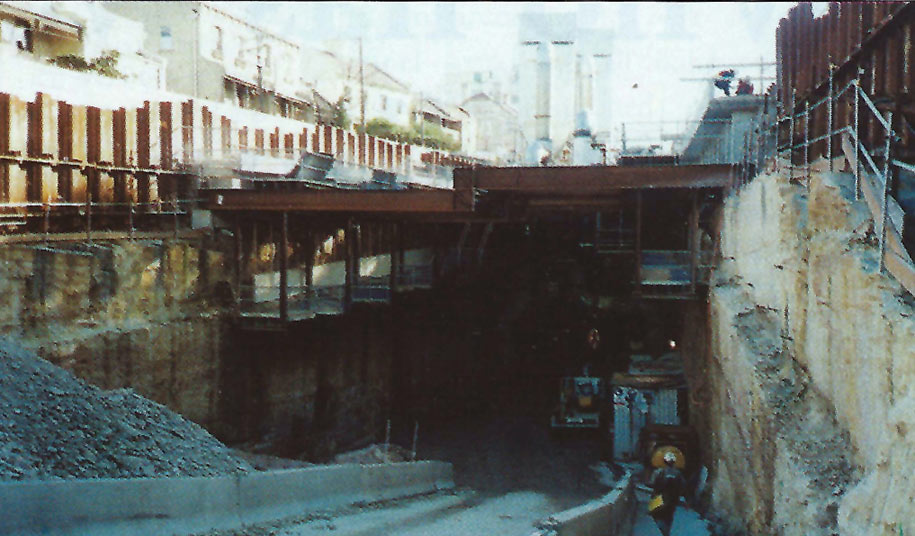 South Dowling Street portal of main tunnel illustrating the proximity to