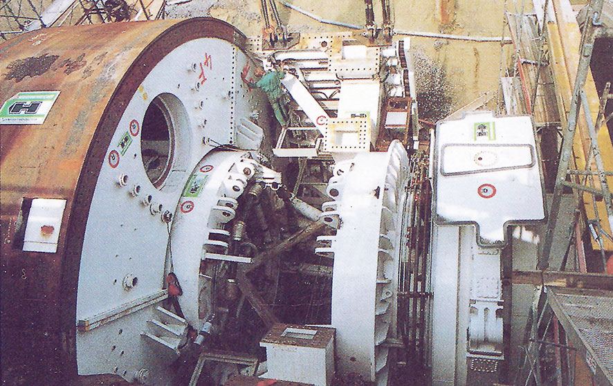 Vacuum segment erector lifts 10 tonne segments into position