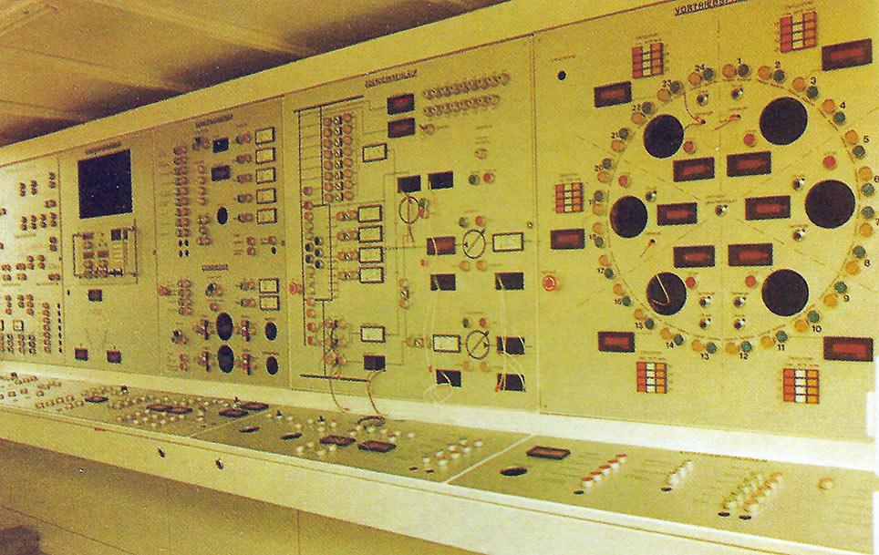 Operators' control cabin on the Mixshield