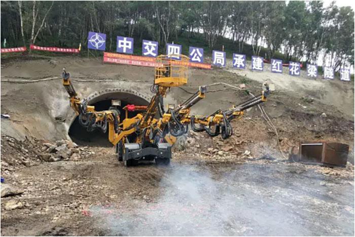 XMCG three-boom wheeled jumbo on site
