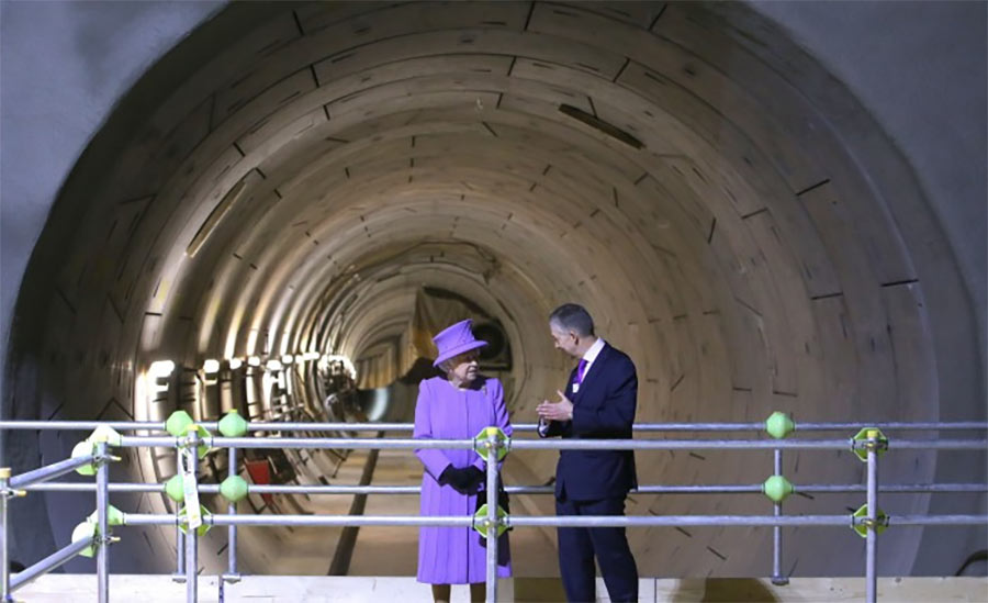 Her Majesty the Queen visited the Crossrail project in April 2016 when the new railway line was named the Elizabeth Line