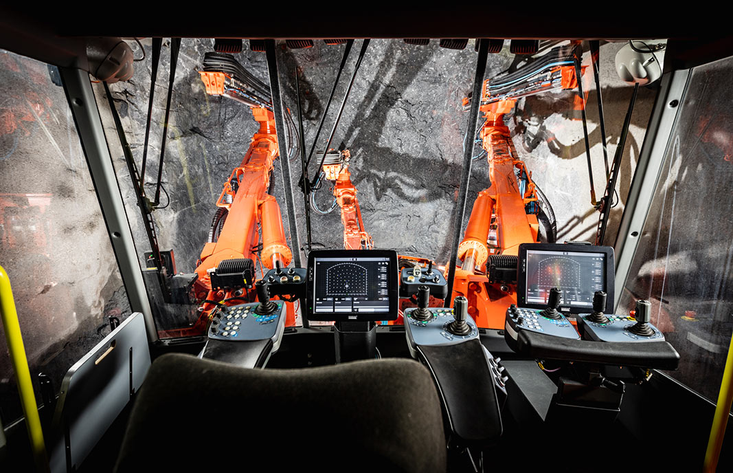 Ergonomic DT1132i cab with vibration dampened cabin, all round visibility acoustic windows