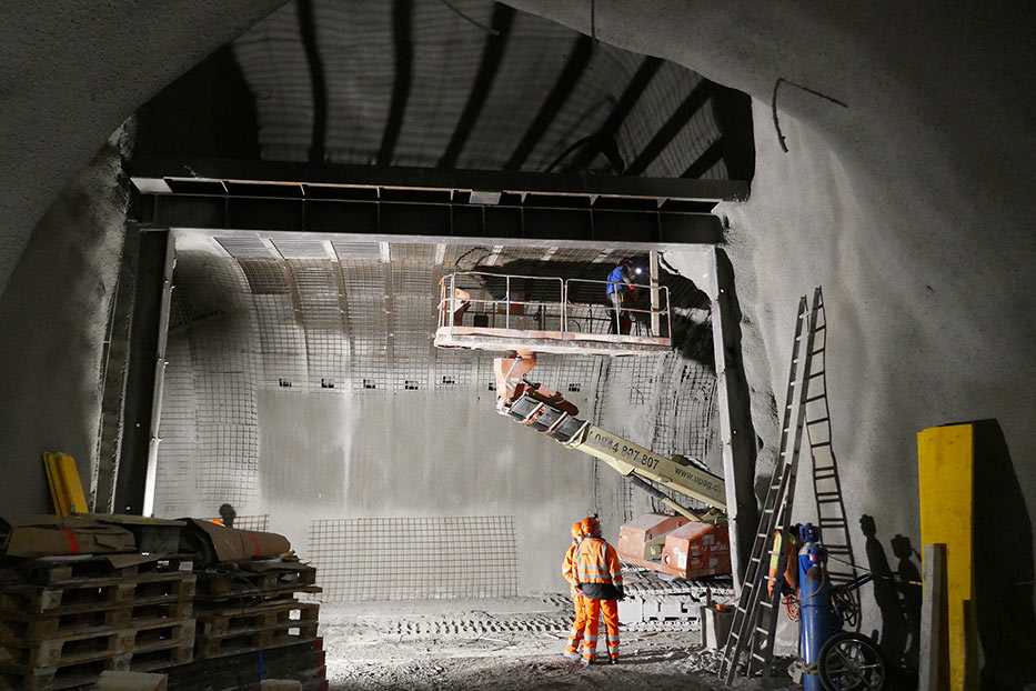Finalising work at the breakout adit junction with the main running tunnel