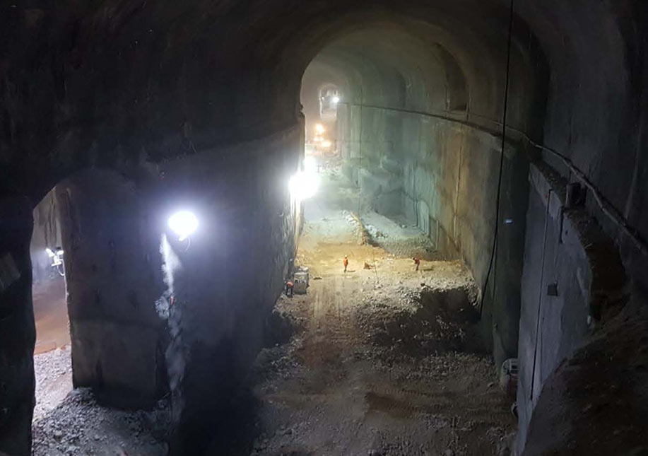 Excavation of the 30m high x 20m wide caverns