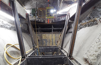 Lean support between exposed platform tunnels
