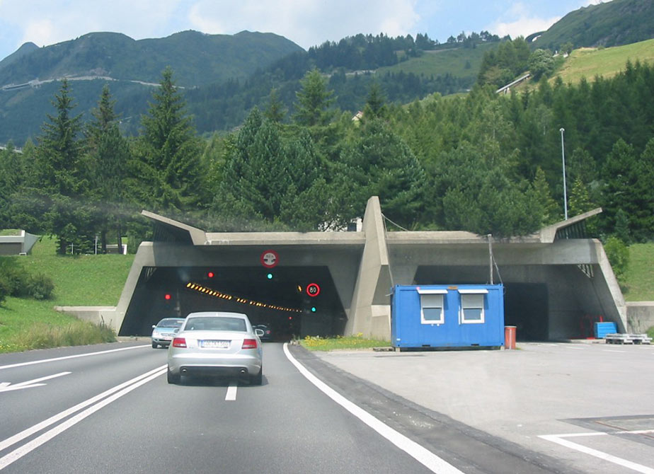 Southern entrance to the existing Gotthard link