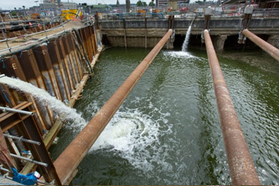 Draining 13 million litres of water from cofferdam (July 2013)