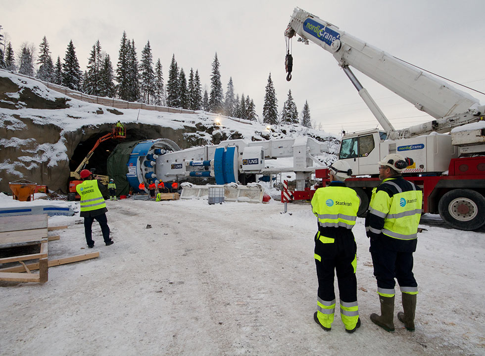 Owner Statkraft supervises TBM assembly as winter closes in on the Arctic Circle jobsite (October 2013)